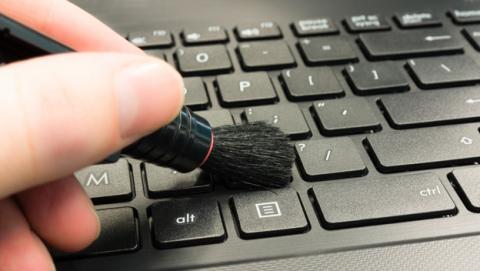 Como limpiar el teclado de una laptop