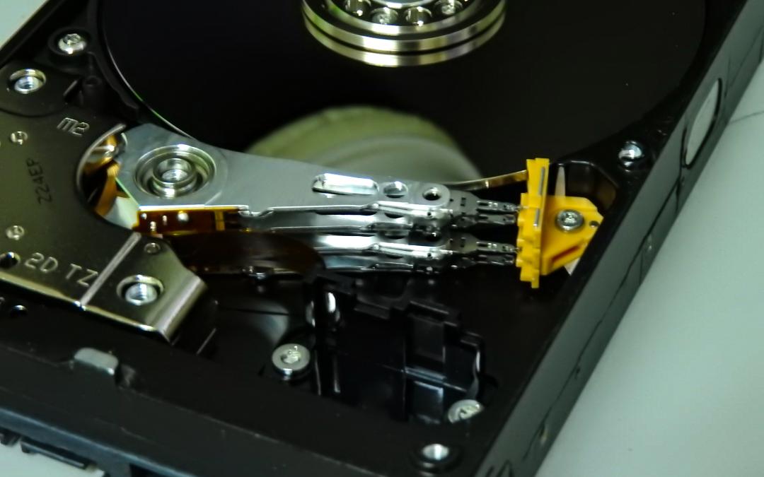 ¿Cómo funciona un disco duro HDD?